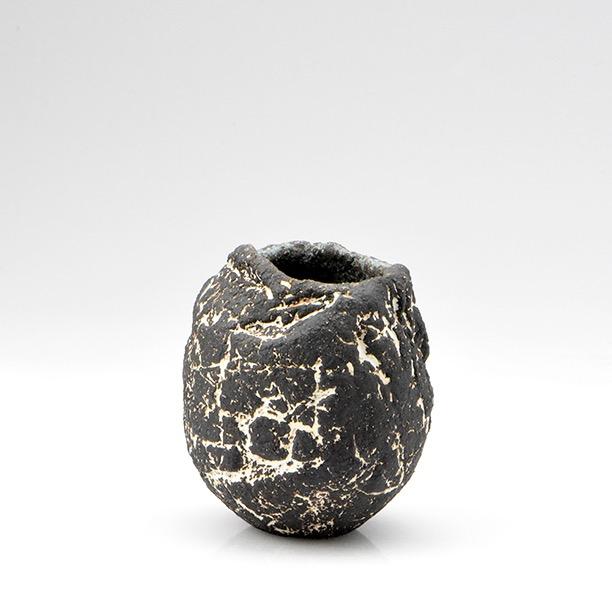 Pinch Pot by Linda John (9cm by 8cm approx)
